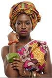 Beau mannequin africain dans la robe traditionnelle. Image stock