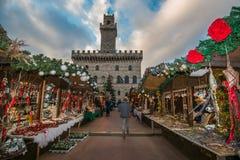 Beau marché de Noël de la place principale de Montepulciano Image stock