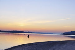Beau matin de l'hiver sur le fleuve Image stock