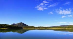 Beau matin en Tuyen Lam Lake photographie stock libre de droits