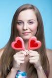 Beau modèle avec des lucettes sous forme de coeur Photos stock