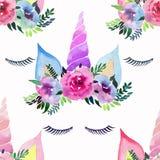 Beau modèle coloré magique féerique mignon de beau ressort lumineux des licornes avec des cils dans l'aquarelle florale de couron Images stock