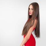 Beau modèle dans la robe rouge Images libres de droits