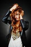 Beau modèle de coiffure de mode Photographie stock libre de droits