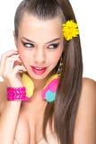 Beau modèle de maquillage avec les accessoires colorés Photos libres de droits