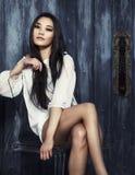 Beau modèle de mode asiatique Photographie stock libre de droits