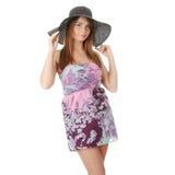 Beau modèle de mode utilisant un rétro chapeau d'été Image stock