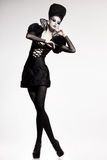 Beau modèle posant comme reine d'échecs - façonnez la pousse Photo libre de droits
