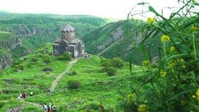 Beau monastère arménien antique Amberd banque de vidéos