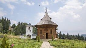 Beau monastère en montagnes, Moldava photographie stock