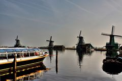 beau moulin à vent aux Pays-Bas images libres de droits