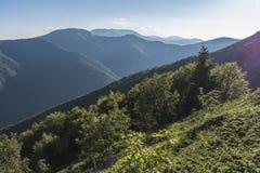 Beau Mountain View des entrées sur le chemin à la hutte de Kozya Stena Le Troyan Balkan est exceptionnellement pittoresque et photos stock