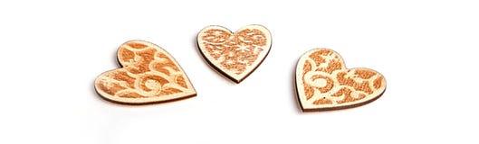 Beau Noël ou les valentines de mariage s'allume avec des perles et des coeurs en bois rustiques de vintage Image stock