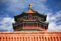 Beau palais d'été avec le ciel bleu Images libres de droits
