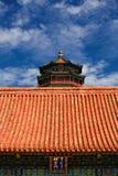 Beau palais d'été avec le ciel bleu Photo stock
