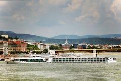 Beau panorama avec le Danube et une partie de sa rive droite à Budapest Images stock