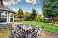 Beau patio meublé avec l'espace image stock