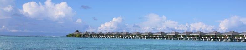 Beau pavillon de l'eau des Maldives panoramiques Photographie stock