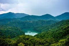Beau paysage aérien au-dessus de lac Fontana dans le grand mounta fumeux Photos libres de droits