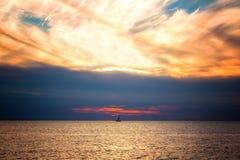 Beau paysage avec la mer et les nuages images libres de droits