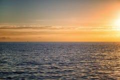 Beau paysage avec la mer et les nuages photos libres de droits