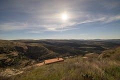 Beau paysage ? c?t? du village d'Ares del maestre photo stock