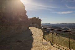 Beau paysage ? c?t? du village d'Ares del maestre images libres de droits