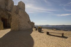 Beau paysage ? c?t? du village d'Ares del maestre photographie stock