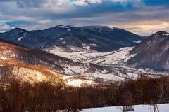 beau paysage d'hiver de Carpathiens image libre de droits