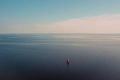 Beau paysage d'horizon d'été de nuage de mer de scène Images stock