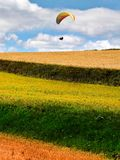 Beau paysage de colline d'herbe, saison d'automne Photo libre de droits