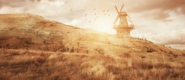 Beau paysage de ferme de moulin à vent de panaroma Comcept d'agriculture image stock