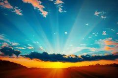 Beau paysage de flambage de coucher du soleil image stock