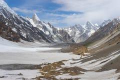 Beau paysage de gamme de montagne de Karakorum K2 au trekking r Photographie stock