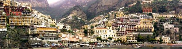 Beau paysage de l'Italie - vue panoramique de village de Positano Images libres de droits