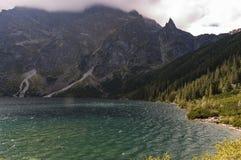 Beau paysage de lac de montagne Hauts tatras poland Photographie stock libre de droits