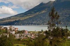 Beau paysage de lac san Pablo avec Photographie stock libre de droits