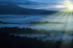 Beau paysage de lever de soleil de l'Asie en Indonésie photos libres de droits