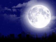 Beau paysage de lune avec la silhouette de ville Photographie stock