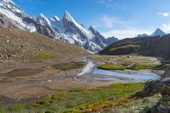 Beau paysage de montagne de Karakorum en été, Khuspang Ca Photographie stock libre de droits