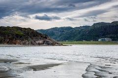 Beau paysage de montagne de mer image stock