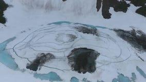 Beau paysage de montagne de péninsule de Kamchatka : Lac bleu banque de vidéos