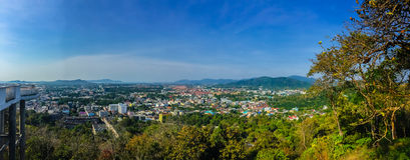 Beau paysage de panorama dans 180 degrés de vue de ville de Phuket Photographie stock