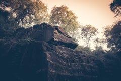 Beau paysage de vintage avec la roche-colline, Thaïlande Photographie stock libre de droits