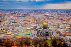 Beau paysage de vue aérienne de l'entourage de cathédrale du ` s d'Isaac de saint des bâtiments de la ville de St Petersburg photo stock