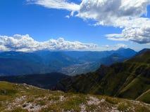 Beau paysage des montagnes images stock
