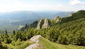 Beau paysage des montagnes carpathiennes en Roumanie, vue de panorama photo libre de droits