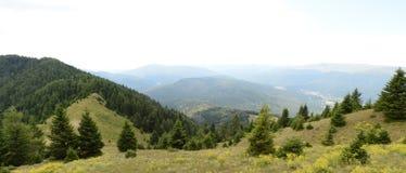 Beau paysage des montagnes carpathiennes en Roumanie, vue de panorama photos stock