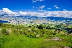 Beau paysage des montagnes près du volcan de Quilotoa Quilotoa est le volcan occidental dans les Andes s'étendent et sont Photographie stock