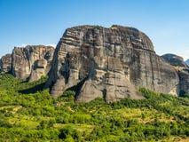 Beau paysage donnant sur dans la vall?e de la rivi?re Pinyos et les formations de roche dans les montagnes images stock